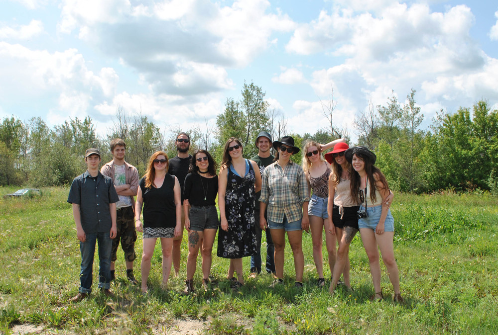 Here is the crew that came together to help Christie gather dandelion and clover flowers #thehollowsfamily