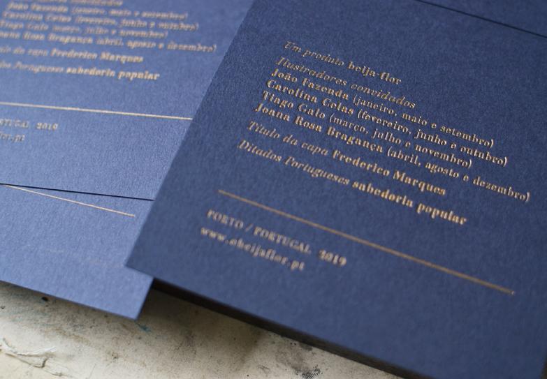 Detalhe da impressão da contracapa que contém a ficha-técnica do calendário. /  Back cover print detail, containing the calendar´s technical sheet.