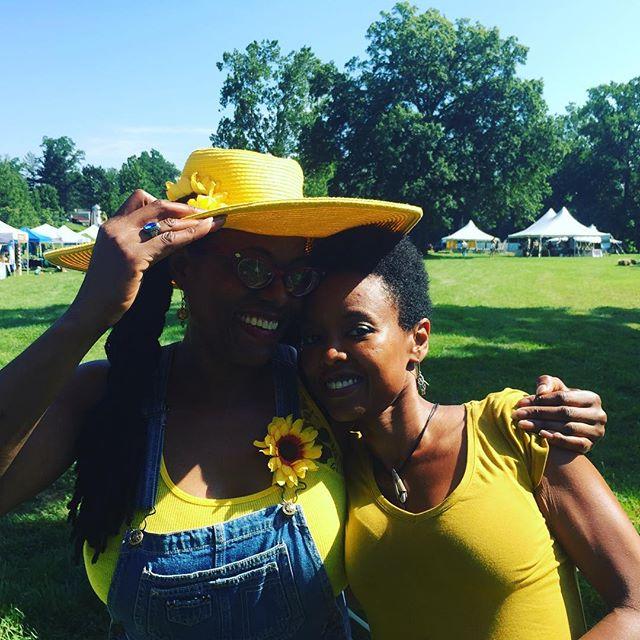 A Sunny Sunflower Festival morn. #sunflowerfestival #sunflowers #luckandsenses Tuthilltowndistillery