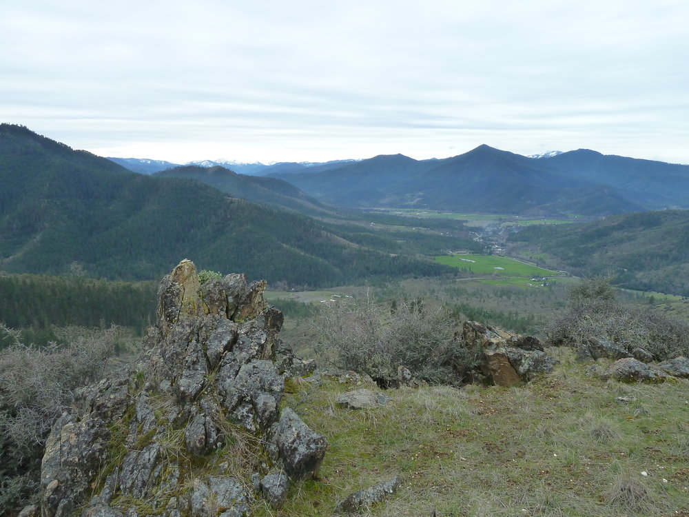 A view into Ruch from the East Applegate Ridge Trail.