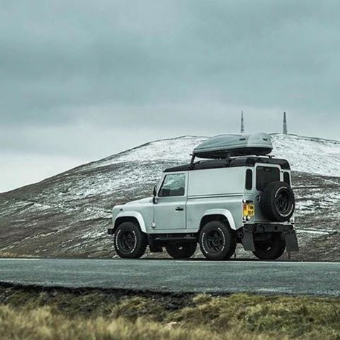 It's the weekend get out and enjoy it #Thule #landroverdefender #hyperdrivenz