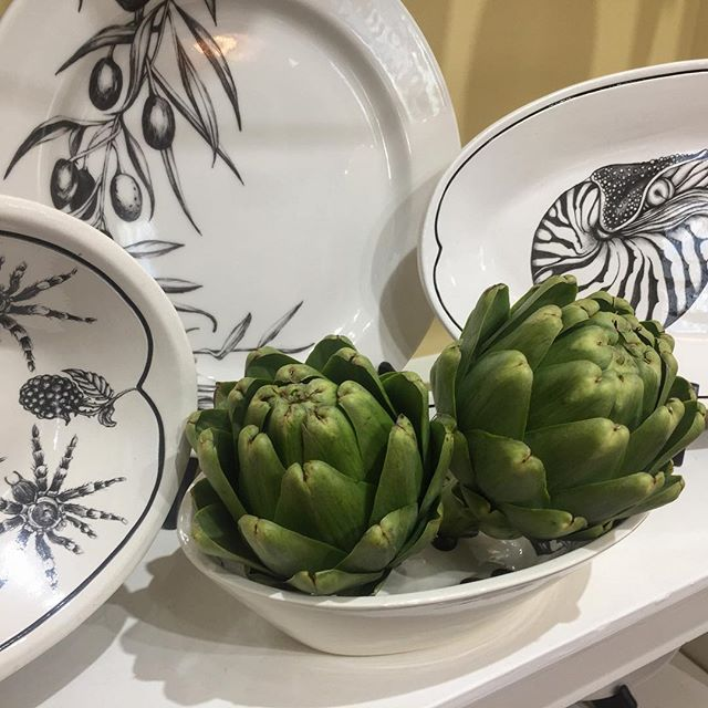 How great do these artichokes look with some of the Laura Zindel pieces we have in stock?! Spring is officially here!! . . . . www.goldenmoongallery.com #handmadeceramics #laurazindel #artichokes #organic #spring #supportsmallbusiness #shopsmall #supporthandmade #goldenmoongallery #dinnerware #handmade #sanmateo #bayarea #supportlocalartists