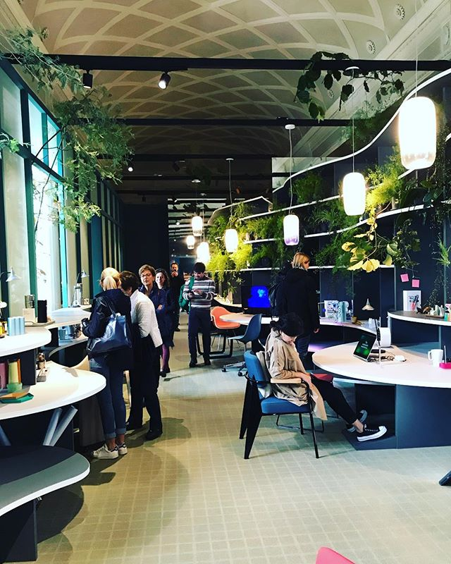 Monday's mood❣️Have a good day! #officelayout #nuoveidee #design #milano #fuorisalone2019 #officedesign #creatività #verde #spazi #workspaces #forniture #contractor #ufficio
