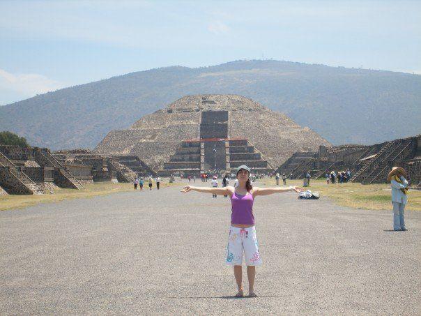 yo a los pies de la pirámide del sol (Teotihuacan)