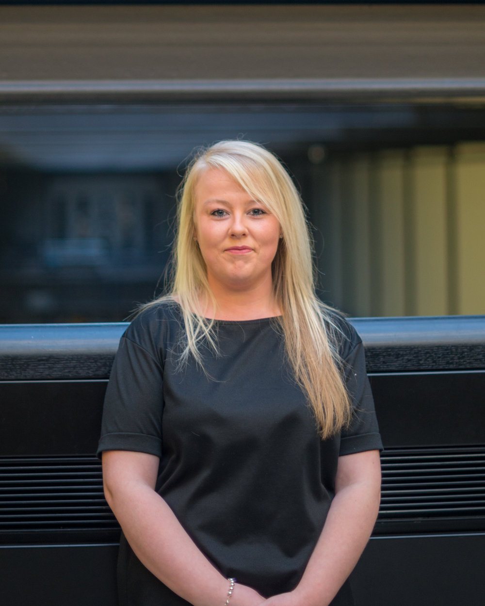 HOLLIE BREEN PA TO DEAN PERKIN & AMANDA ARMITAGE T: 020 3829 8777  EMAIL HOLLIE BREEN