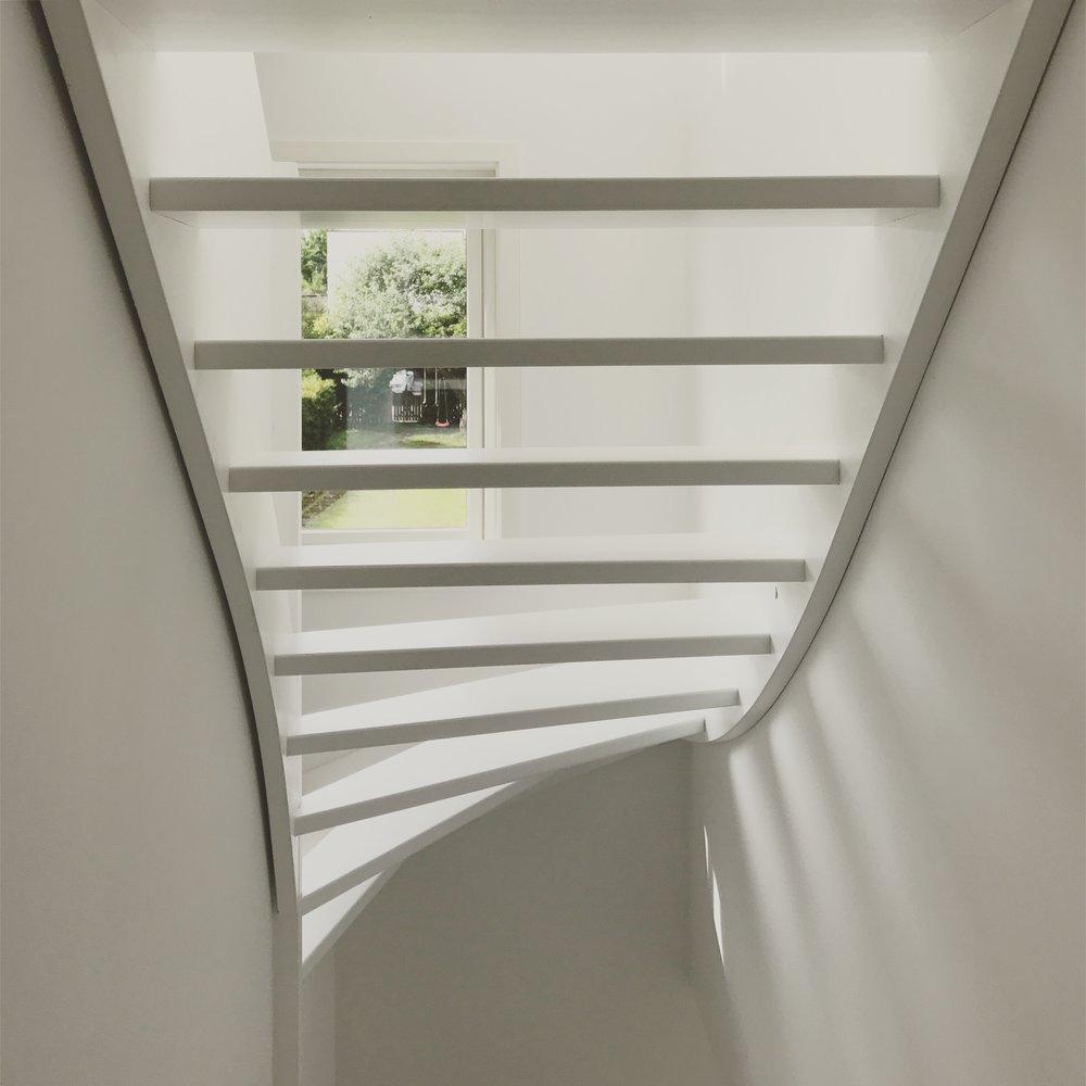 8/2017 - Befaring av rekkehus på Vindern - lyset faller fint gjennom trappen