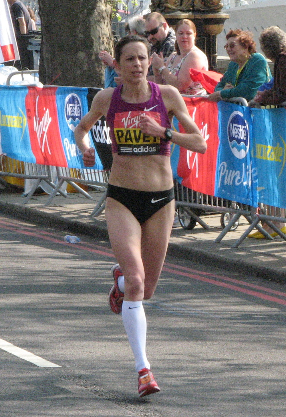 Jo_Pavey,_London_Marathon_2011_(cropped).jpg