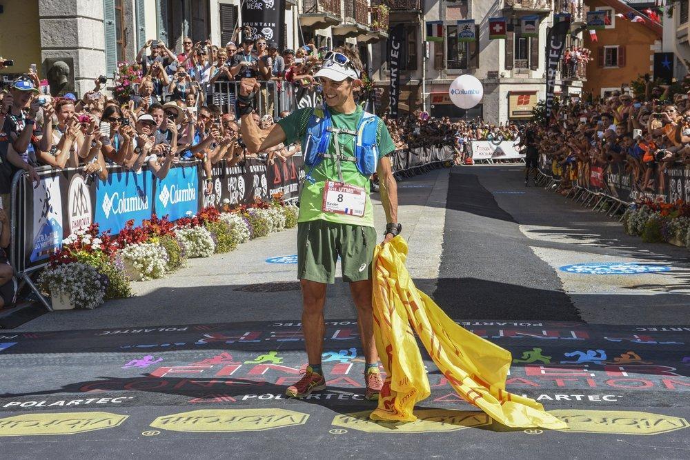 Xavier Thevenard ganando la UTMB. Foto Organización UTMB.jpg