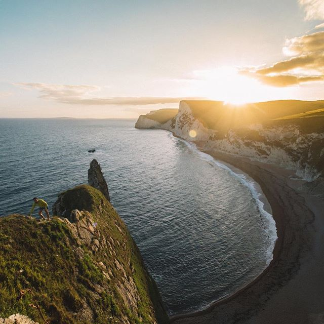 Taking the high line on the Jurassic Coast! 📷 @liamroams