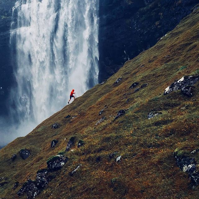"The warrior knows about the ""Waterfall Effect"" @trailrunner_uk 📷 @mark_bullock & @georgemalkin"
