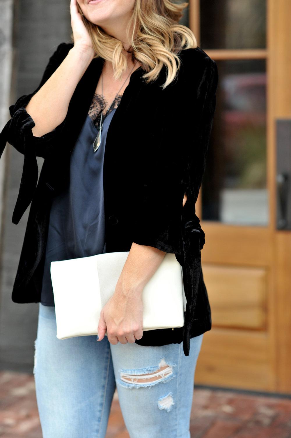 halogen blazer | halogen camisole | kendra scott pendant | blanknyc jeans (similar here) | stuart weitzman heels | bp clutch
