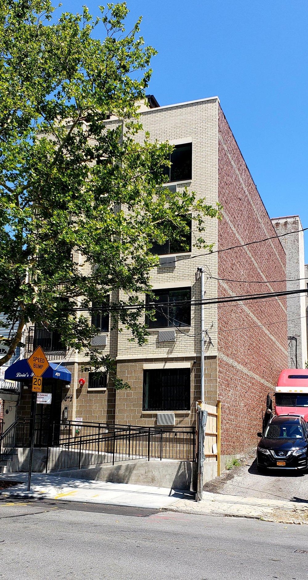 1072 UNIVERSITY avenue -