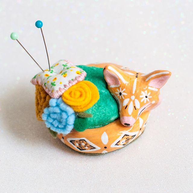Fox Pin Cushion with tiny felted flowers. Available soon! 🦊🌸🌼🌷🌿#periwinklenuthatch