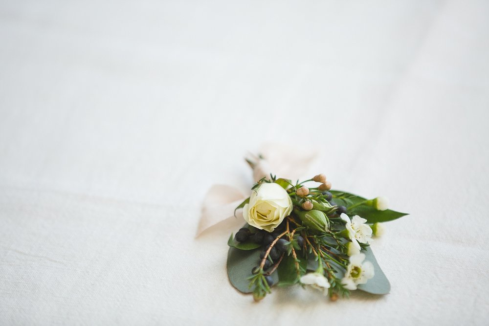 Calgary wedding photography boutonnieres