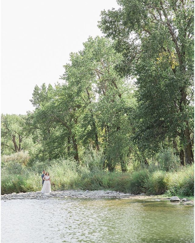 Dreaming of everything green and warm summer breezes.... . . . . Creative Team Coordination: Carey-Ann for @lynnfletcherweddings Makeup Artist: @artistrybybobi Hair Stylist: @beautychemist Hairpiece: @joannabisleydesigns Dress Shop: @pearlanddot Dress Designer: @anaisanette Florals: @avenidaflowers Cake: @prettysweetyyc Bridal Shoes: @callitspring Wedding Venue: @rancheyyc . . . . #yycweddings #yycweddingphotographer #calgaryweddings #calgaryweddingphotographer #bowvalleyranche #canadiandestinationweddings #bridaldetails #weddingjewelry #weddingjewellery #bridalstyle #weddinginspiration #albertaweddings #ido #weddingday #fineartwedding #bridalprep #brideandgroom #bridalaccessories #shesaidyes #realweddings #destinationweddings #destinationweddingphotographer #featuremeoncewed #stylemepretty #elopementphotographer #yycweddingphotography #fineartweddingphotography