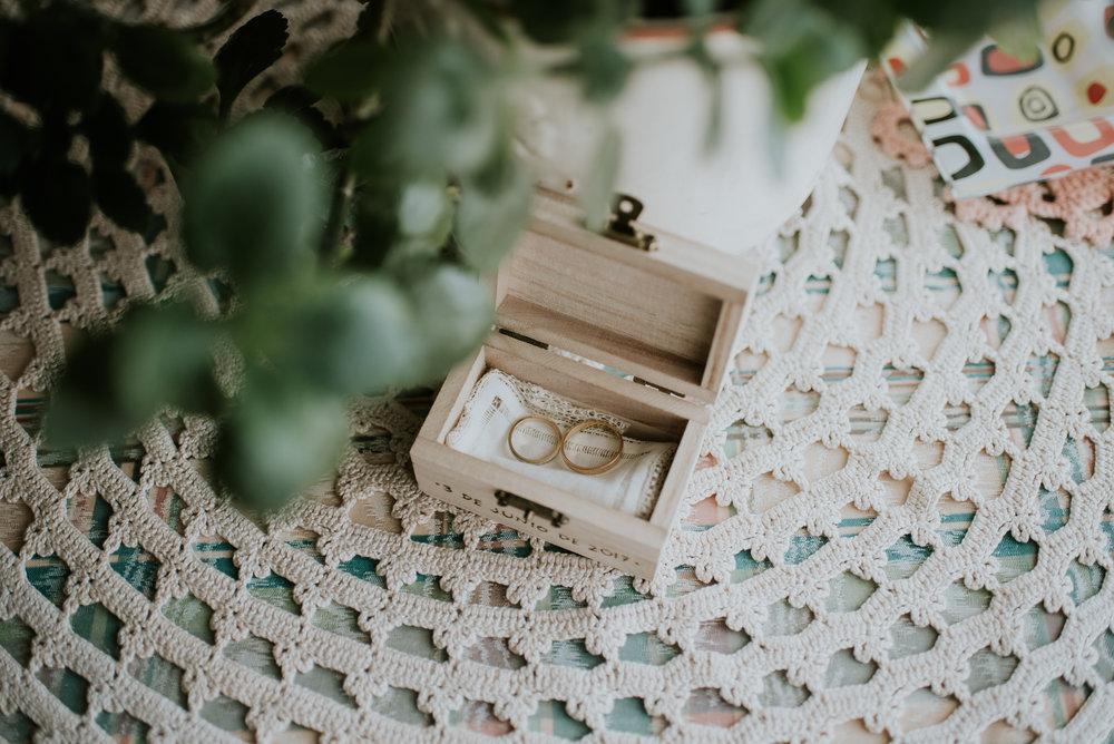 Porta alianzas hecho a mano para bodas especiales