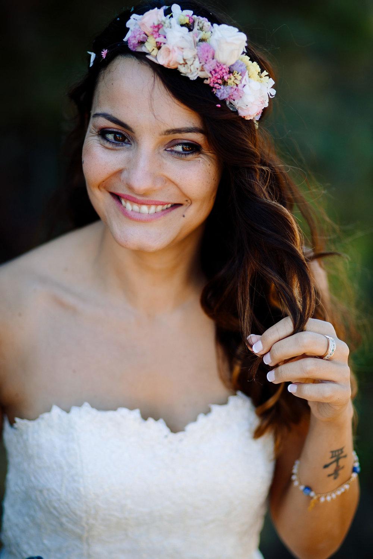 Un tocado muy campestre - Hortensias, lavandas, flor de arroz y rosas blancas