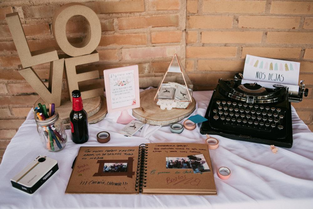 Libro de Firmas en la Boda Pilar y Sergio - Foto:  Sara Lobla