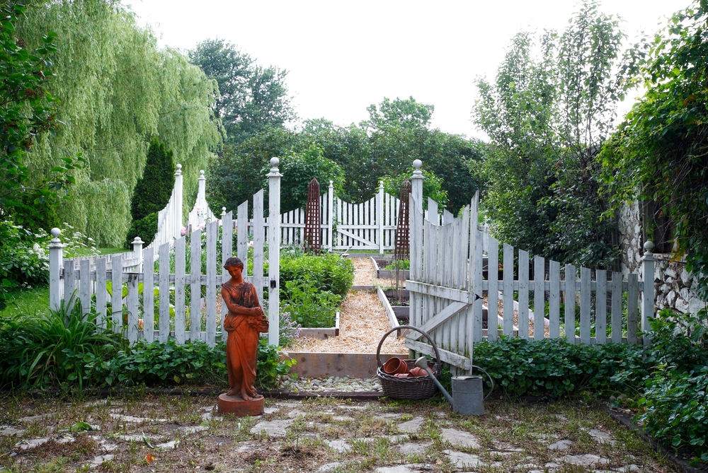 _MG_0923 Garden Overall with straw paths lighter.jpg