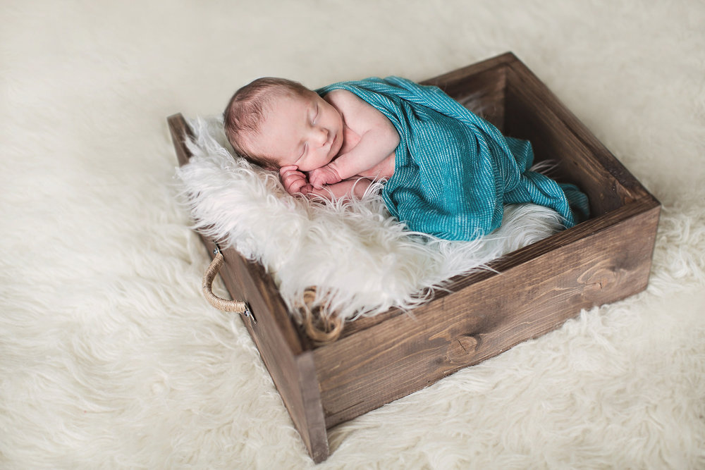 lifestyle_newborn_session_tips_ideas_photography_props_wraps_pics.jpg