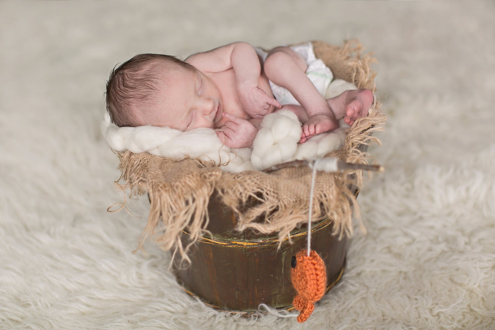 lifestyle_newborn_session_tips_ideas_photography_props_wraps_picture_boy.jpg