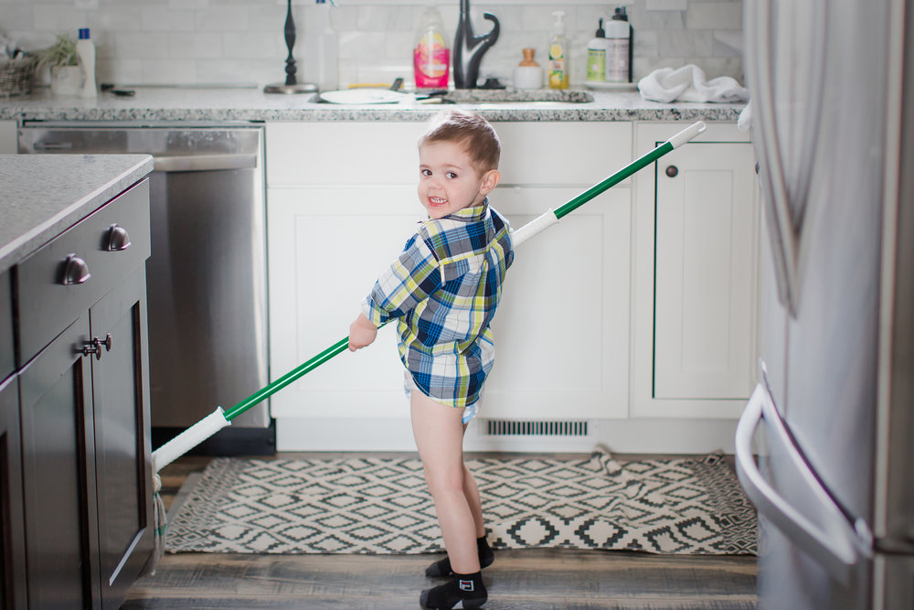 toddler_cleaning_work_life_balance_photographer_mom_business_women_tips-4