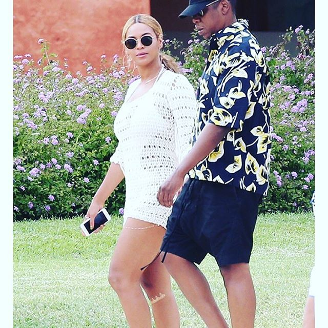 #beyonce showing off a #gold knee strap tat. Love her. #barebaroque #jewellery #tattoo #metallictattoo #bodyart #gorgeous #getthelook #shine #cooltattoos #cool