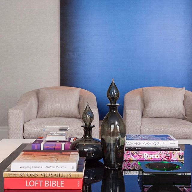 Family Room design by @michellegersoninteriors  #michellegersoninteriors  #mgid #familyroom #art #accessories #details #interiors #interiordesign #interiorstyle #style #design  #decor #homedesign  #homedecor