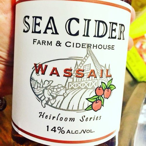 Wassail spiced cider harkens back to the wassailing tradition of drinking spiced cider and singing to the apple orchard. Aromas & flavours of candied orange peel, cloves, cinnamon and nutmeg,this semi-sweet sparkler has a smooth, long finish.