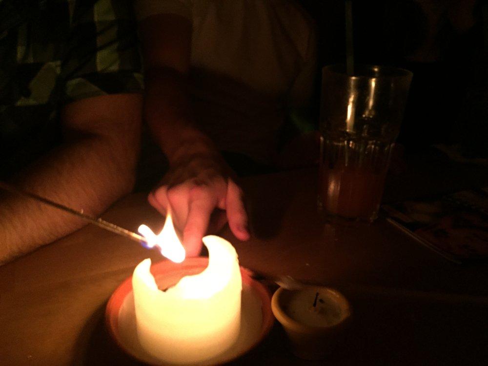 Romantischer Abend in einer Cocktailbar