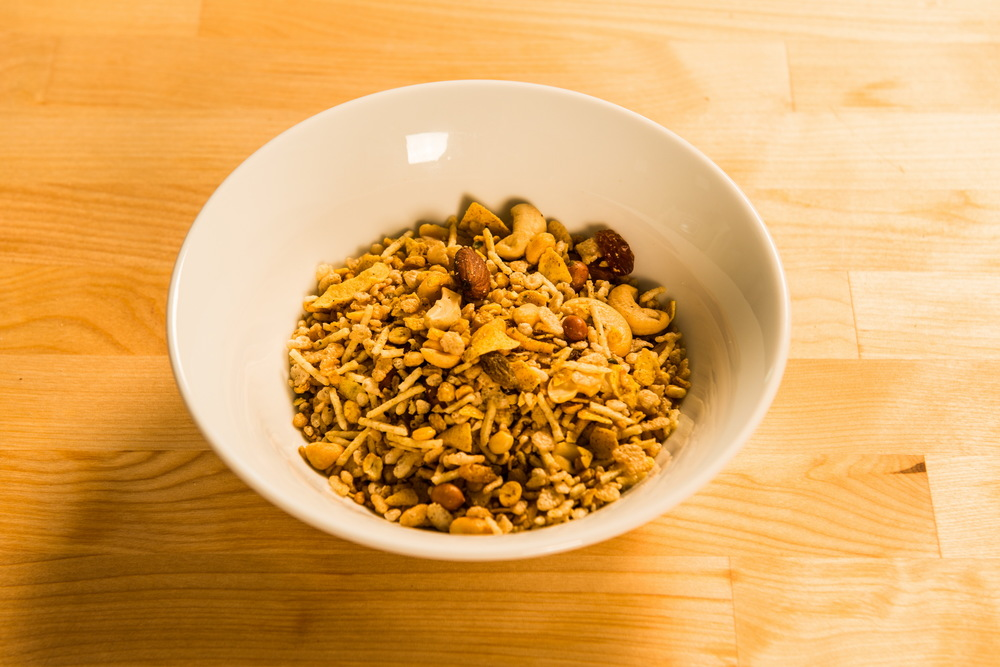 Add the three types of Haldiram snack mixes and cashews in a bowl and mix until evenly distributed.