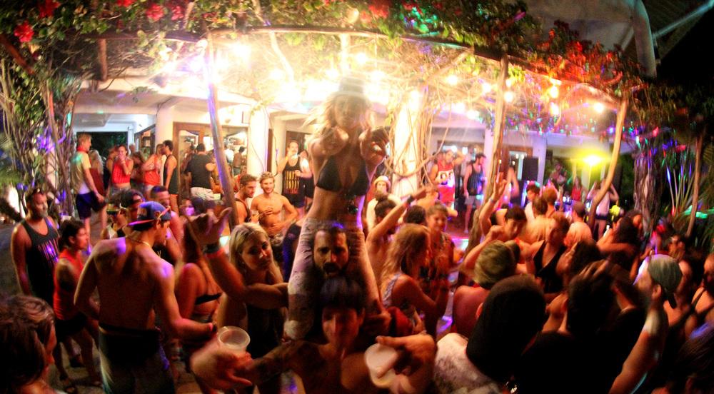 6.2.Sunday.Funday.Naked.tiger.hostel.San.Juan.Del.Sur.Nicaragua.jpg
