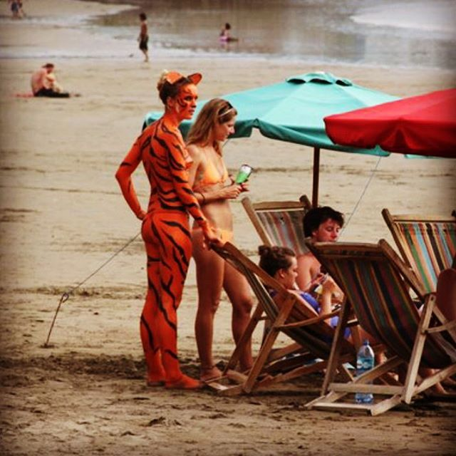 Seven years ago, I walked a naked tiger on the beach 💙#sanjuandelsur #nakedtigerhostel #bodypaint #itwasactuallyhousepaint 😂 #tigershavemorefun #nicaragua #backpacker #hostel #hostellife #partyhostel #funinthesun #beachday #tiger #nakedtiger #instatiger