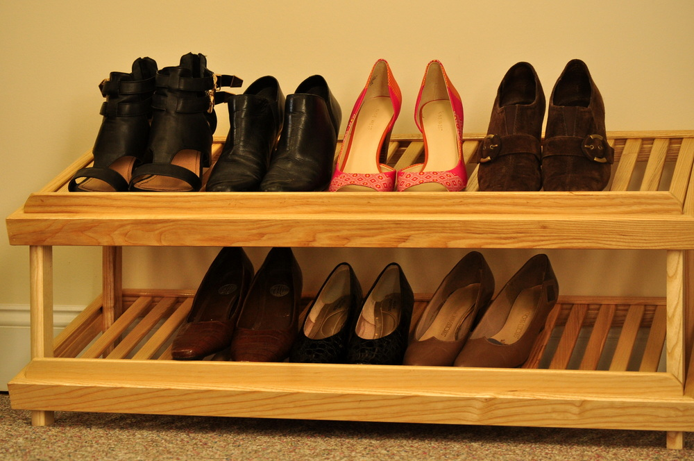 Stand-alone shoe shelf