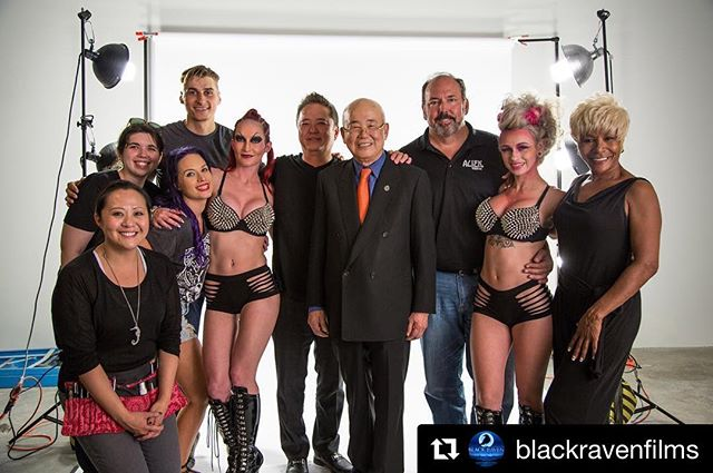 @katludens and @rachbates_doeshair on a commercial set with @blackravenfilms for @leesdiscountliquor and @alientequila