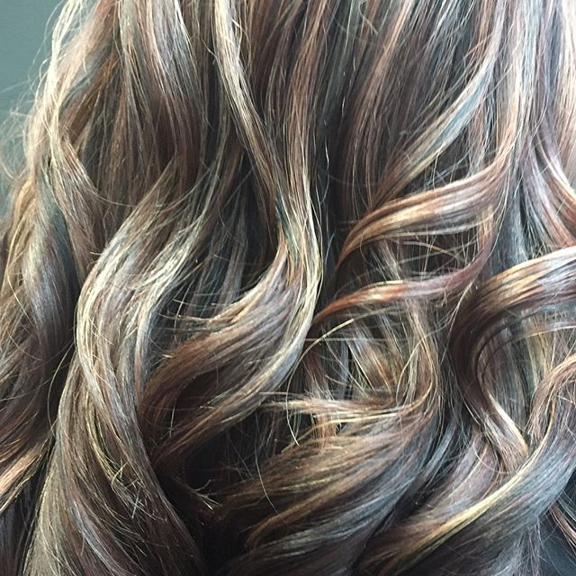 Fall/winter hair😍😍😍. #fallhaircolor #winterhair #summerlin #springvalley #salon #vegasstylist #holidayhair #loveyourhair