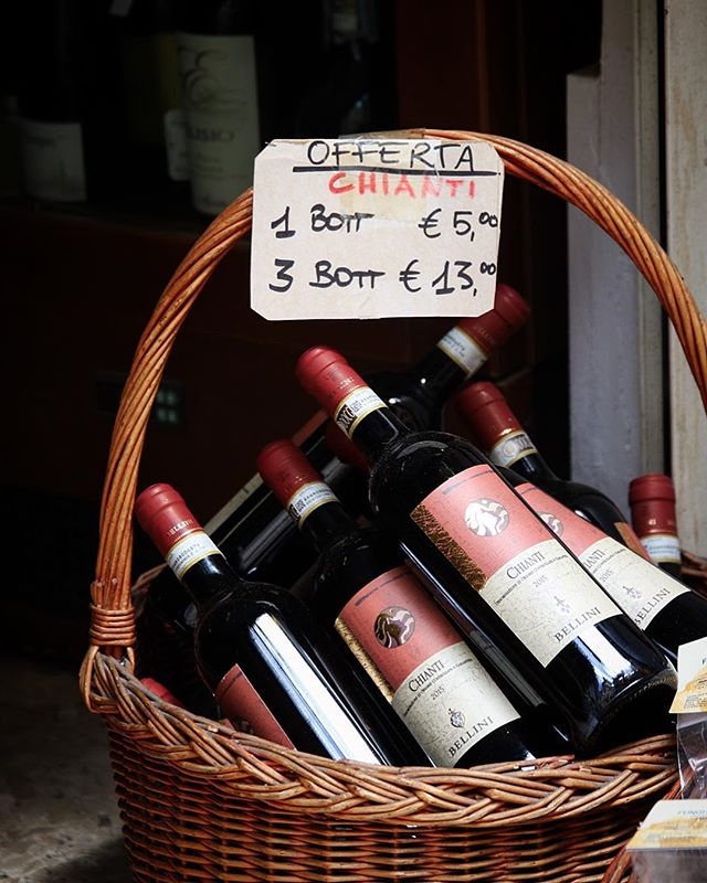 My kinda offerta🍷🇮🇹. Need to get back to Italy pronto. Due for a major dose of 🍝 and 🍷 . . . . . . . . . #mytinyatlas #theprettycities #dametraveler #traveller #Worldtravelbook #holiday #explore #rome #italy #beautifuldestinations #traveldeeper #roamtheplanet #welltravelled #adventure #luxurytravel #canon #views #passionpassport #lonelyplanet #guardiantravelsnaps #gearednomad #globetrotter