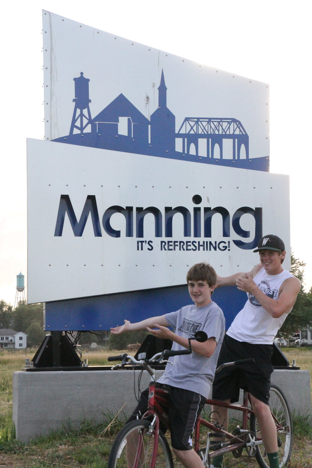 Welcome To Manning Sign w boys on bikes.JPG