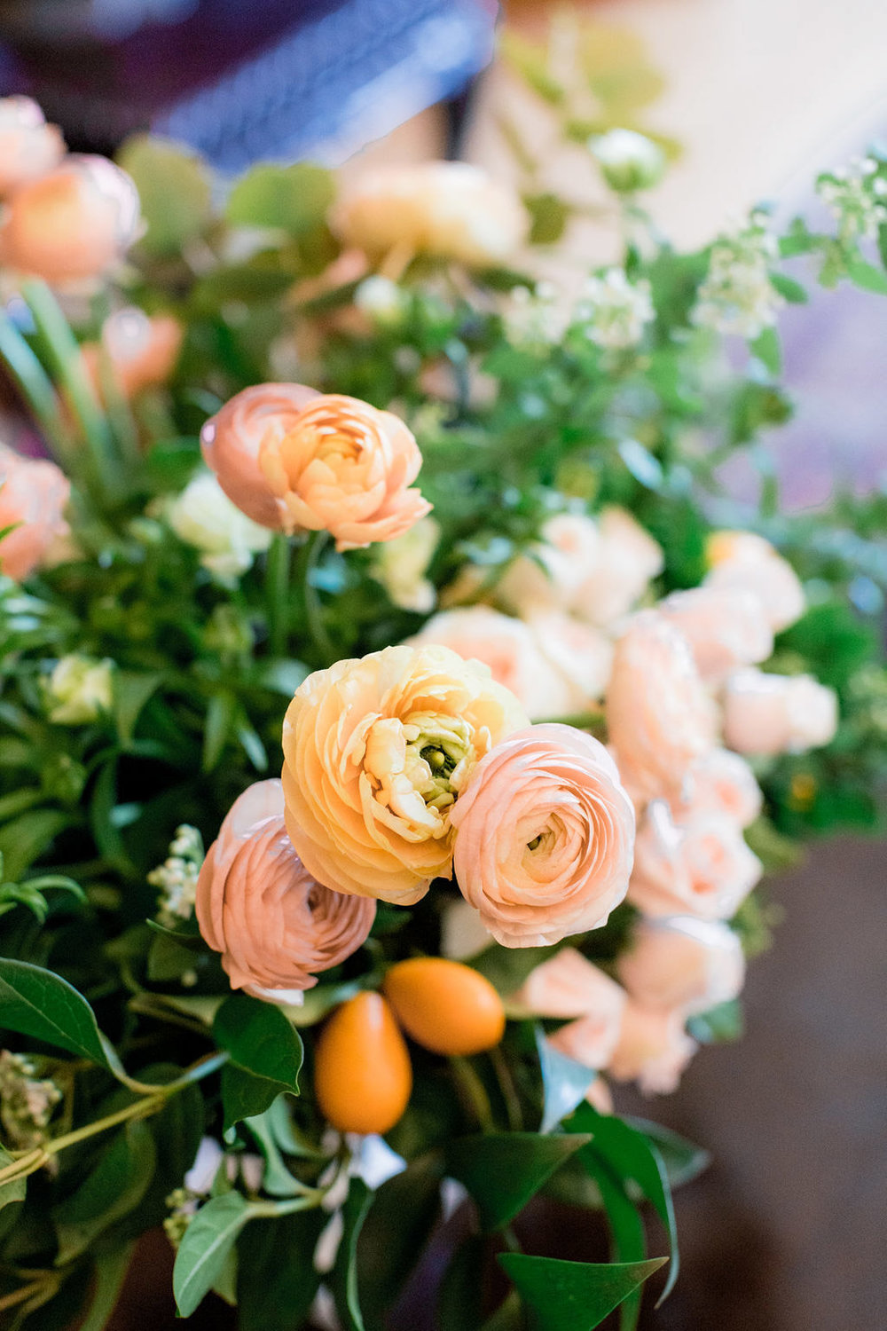 Rustic peach, pink and coral floral arrangement designed by Eddie Zaratsian for the Allison Webb Spring 2019 Bridal Event, Photo by Jessica Grazia Mangia Photography