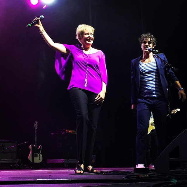 The original voice of Anastasia, Liz Callaway just came out to sing a tune with @DarrenCriss! #ElsieFest