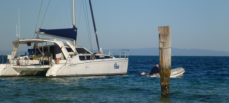 6_research_boat_out_on_the_ocean_5924.jpg