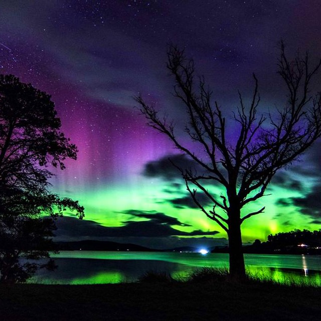 June 2017 Aurora over Cygnet Bay (below the Helmsman's House)