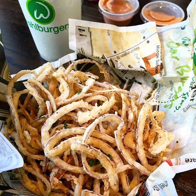 Really enjoyed the onion rings at Wahlburgers, check out our latest post about our visit there at theorlandotravelguide.com  #instagood #instadaily #family #fun #foodie #wahlburgers #theorlandotravelguide #orlando #downtownorlando