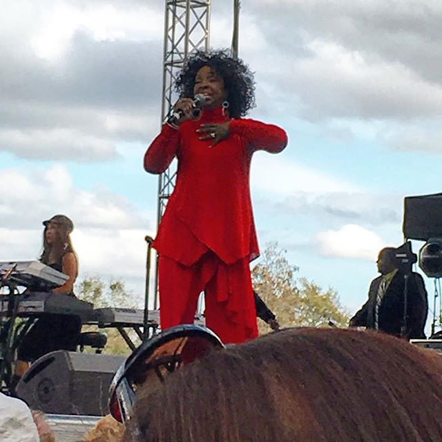"Showtime with the legendary Gladys Knight at ""Bands, Brew and BBQ""! #theorlandotravelguide #seaworldorlando #seaworld #thingstodo #travel #bandsbrewbbq #orlando #fun #family #gladysknight"