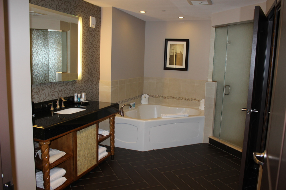 Presidential-Suite-Master-Bathroom.jpg