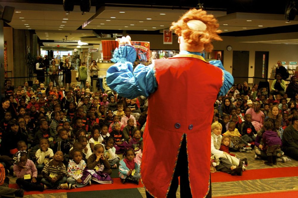 Reading-with-Ringling-Event-Crowd-v2.jpg