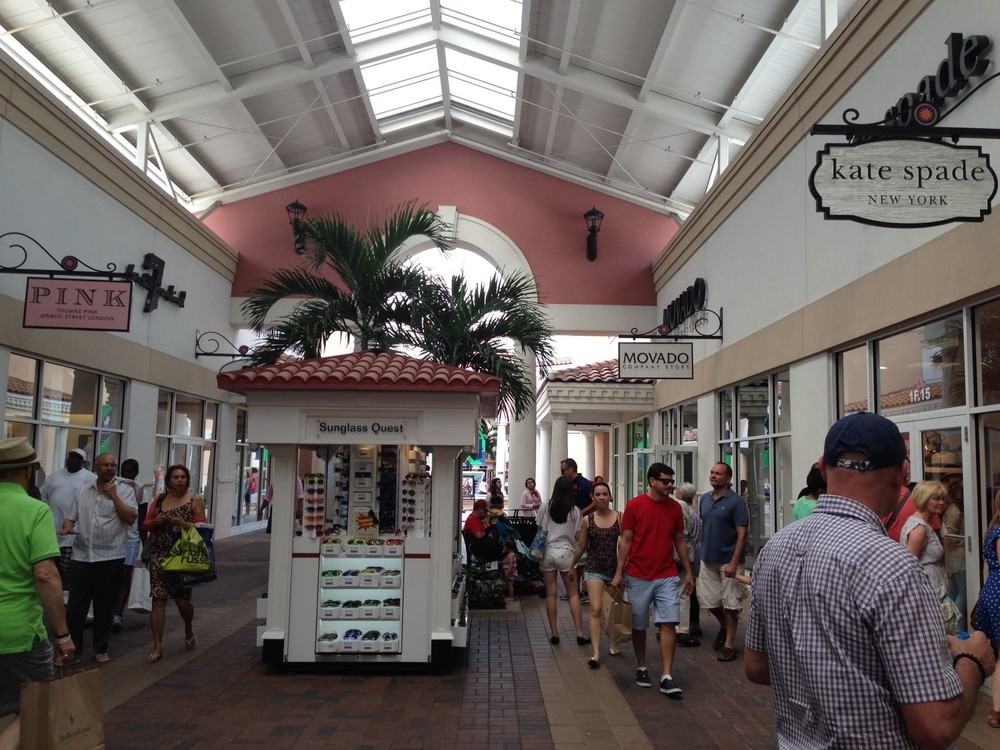 Premium Outlets indoor 1