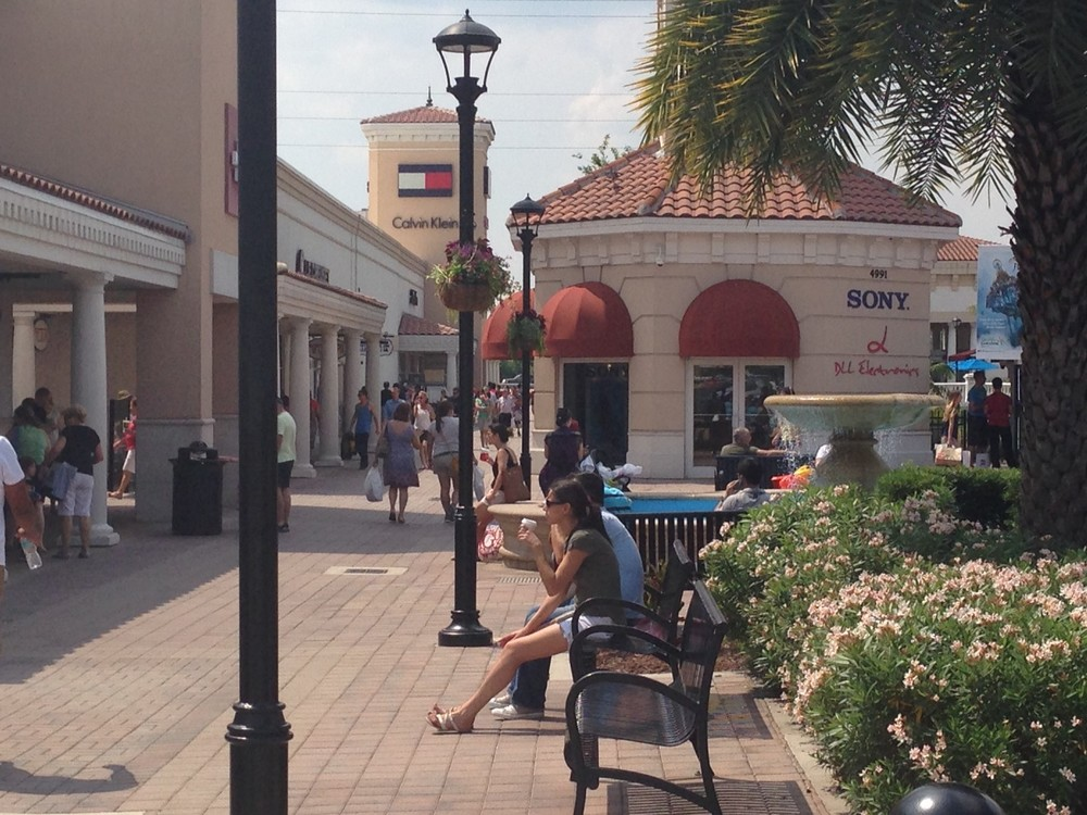 Premium-Outlets-outdoor-1.jpg