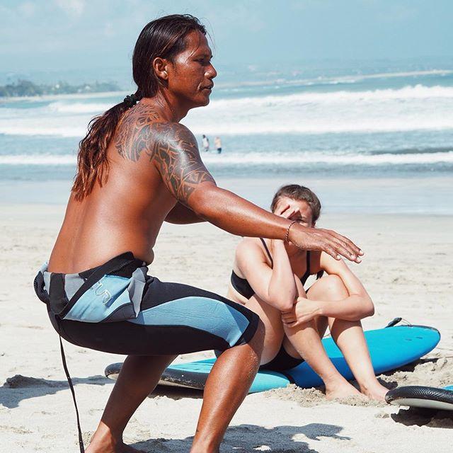 Kjent positur sa du? Her trenger du ikke å være en pro surfer for å lære mer om Jesus. Men om surfer frister, ja da er det bare til å sende en søknad til oss. Fortsatt noen ledige plasser til høsten #krikbali #søkkrikbali #surf #gud #jesus #bibelskole #bali