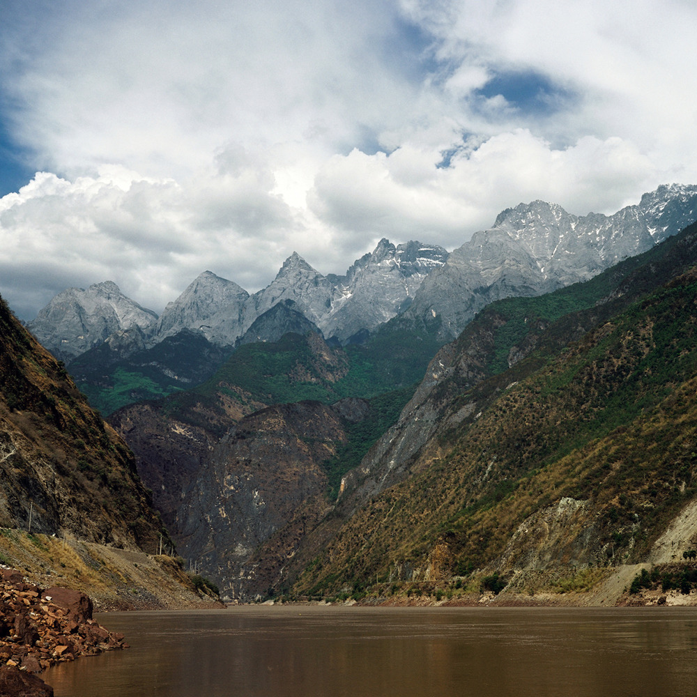 On the way to the Tiger Leaping Gorge.